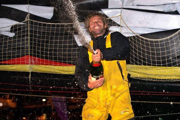 Bernard Stamm à l'arrivée du Vendée Globe aux Sables-d'Olonne le 6 février 2013.