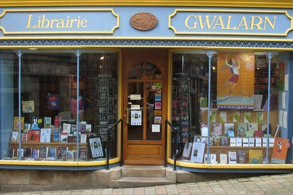 La librairie indépendante Gwalarn, créée en 1981 par deux amoureux du livre à Lannion.