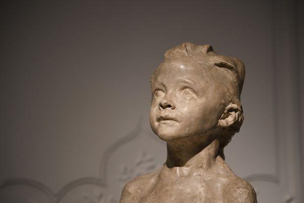 """Parmi les oeuvres mises en vente,  """"La Petite châtelaine à la natte courbée"""", ici exposée à la maison d'enchères Artcurial."""