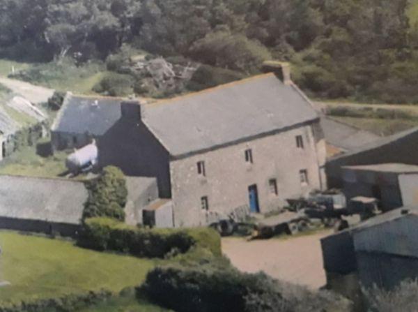 Photo aérienne de la ferme du Roudous à Plourin-Ploudalmézeau où eu lieu le confinement séparé organisé par le Dr Le Meur