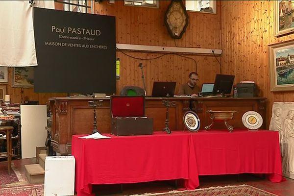 Les enchères ont eu lieu dans la maison de ventes aux enchères Paul Pastaud, à Limoges.