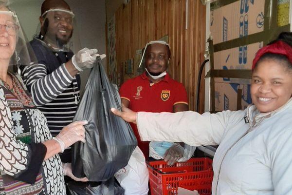 Vendredi 17 avril, une trentaine de familles ont pu récupérer leurs paniers dans les locaux d'Emmaüs à Creil