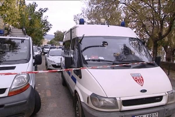 24/11/14 - Quartier bouclé à Ajaccio pour la reconstitution du meurtre d'un SDF
