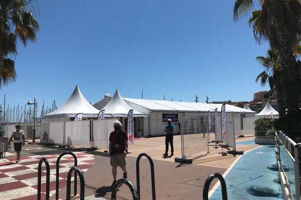 Le pavillon de dépistage est installé sur l'esplanade Pantiero, à deux pas du palais des festivals.