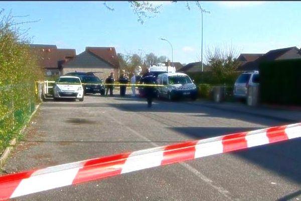Le 23 avril 2013, les enquêteurs de la gendarmerie dans le lotissement à Sainte-Marie-des Champs