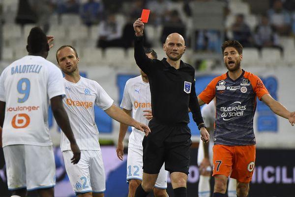 L'attaquant vedette de Marseille Mario Balotelli exclu pour son mauvais geste lors de la 38e et dernière journée du Championnat de France face à Montpellier le 24 mai.