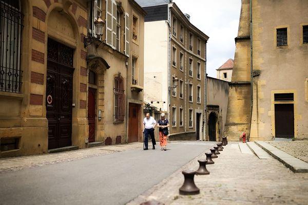 La galerie-gîte du peintre messin Vadim Korniloff est installée dans la rue Chèvremont en plein centre de Metz