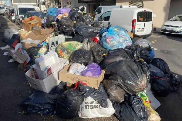 En fin d'année 2019, les déchets se sont amoncelés dans les rues de Bastia, faute de pouvoir les évacuer au centre d'enfouissement. Une situation qui tend à devenir de plus en plus commune en Corse.