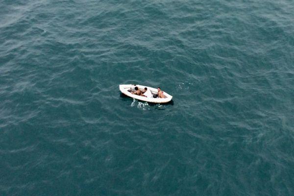 Trois migrants ont été retrouvés en état d'hypothermie sur un kayak.