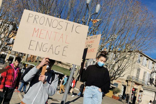 27.01.2021. Les pancartes des étudiants lors de la manifestation à Aix-en-Provence relaient le sentiment d'abandon et d'oubli dont ils se sentent victimes.