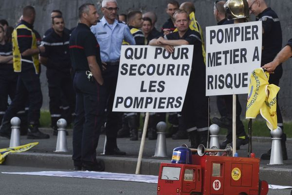 Les sapeurs-pompiers manifestent leur lassitude.