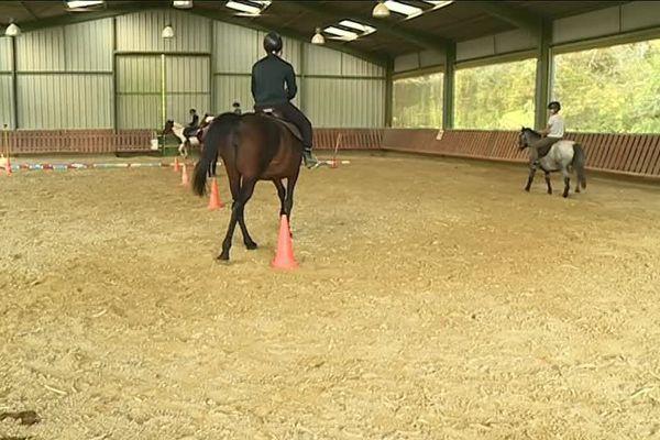 À Mouzon, le centre éducatif renforcé propose aux jeunes en réinsertion des ateliers équitation.
