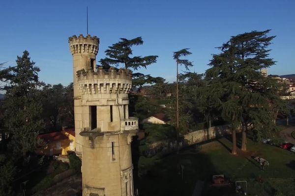 La tour Jalousie de Saint-Martin-la-Plaine (Loire) fait partie du loto du patrimoine 2021