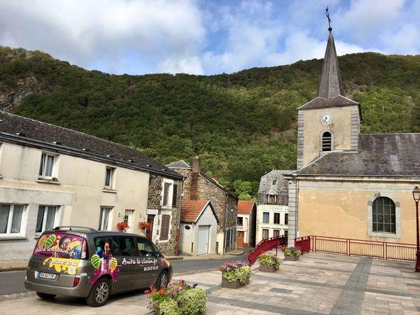 le clown du village est une belle personne à Laifour dans les Ardennes