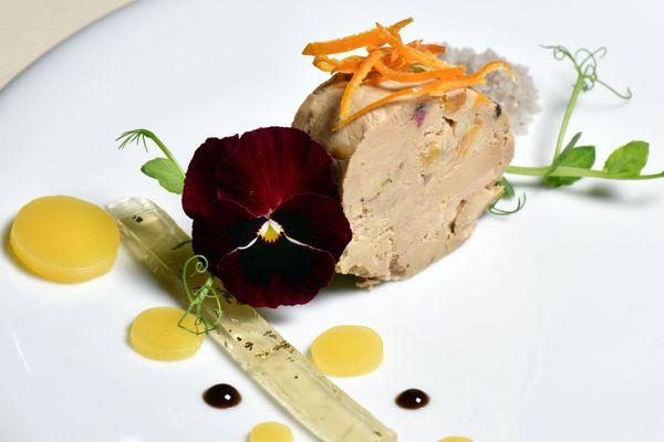 """Foie gras, un produit gastronomique du Sud-Ouest - Assiette présentée au """"Restaurant Mon Plaisir"""""""