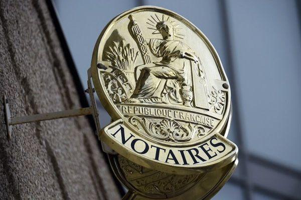 Une plaque d'office notarial (photo d'illustration)