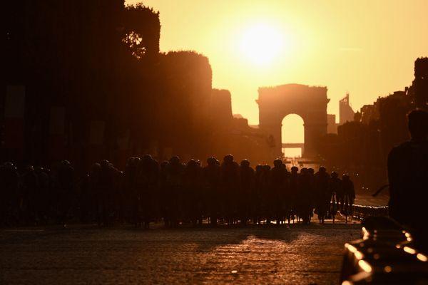 5 000 personnes au maximum pourront accéder aux Champs-Elysées pour voir l'arrivée du Tour de France.