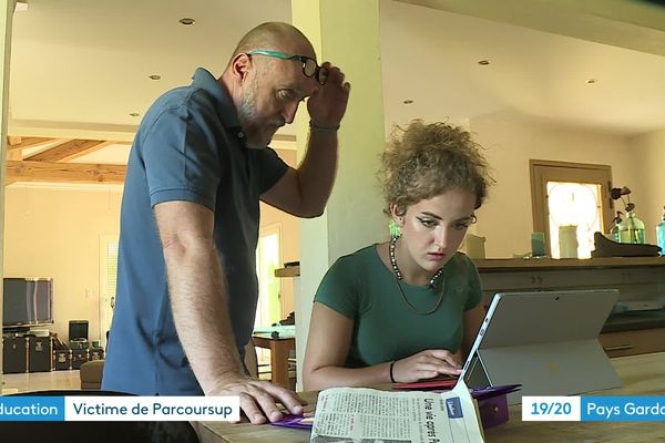 Eva et son père guettent une réponse chaque jour sur Parcoursup