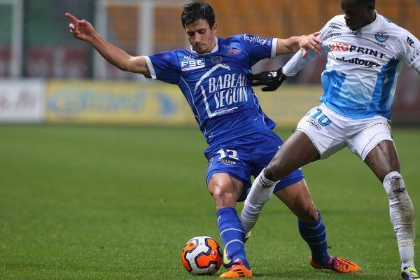 Maxime Colin portera encore le maillot bleu de l'ESTAC à l'occasion des 1/4 de finale de la Coupe de la Ligue. Après s'être joué des Tourangeaux, Troyes affrontera forcement une équipe de Ligue 1.