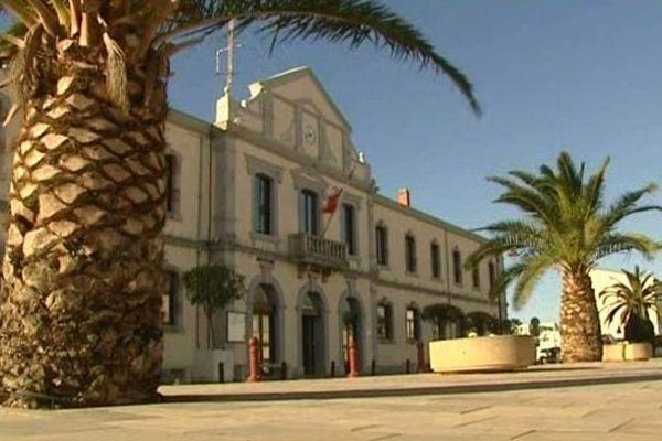 A Port-la-Nouvelle, dans l'Aude, les opposants ont bien du mal à établir des listes paritaires.