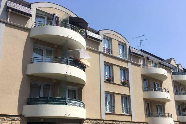 Dans la rue Saint-Gervais, certaines habitations ne sont pas équipées de volets.