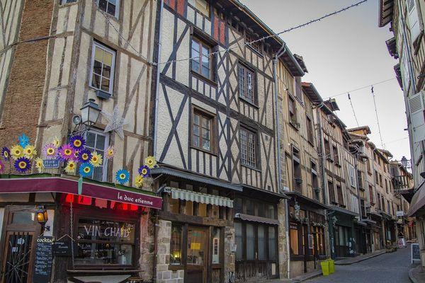 La rue de la Boucherie a vu passer beaucoup de touristes durant l'été 2019