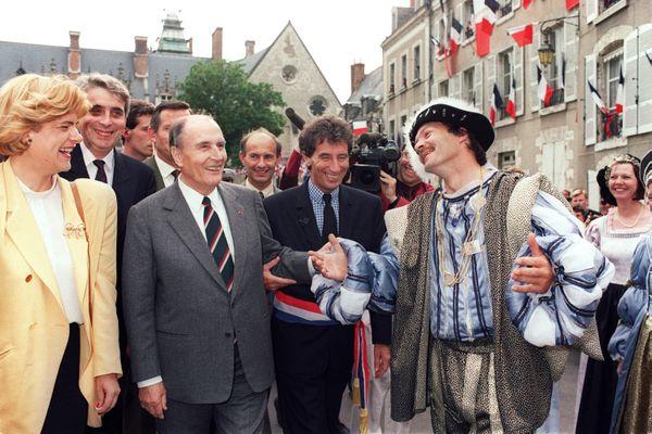 François Mitterrand à Blois aux côté de Jack Lang et de Jean-Pierre Sueur le 21 juin 1991, à l'occasion de la fête de la musique.
