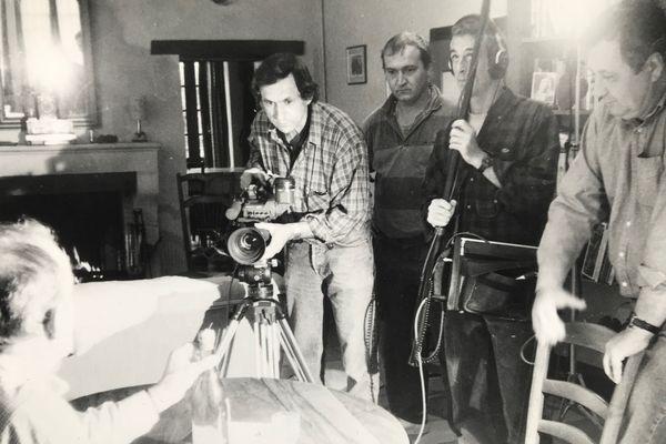 Une équipe de tournage à quatre personnes