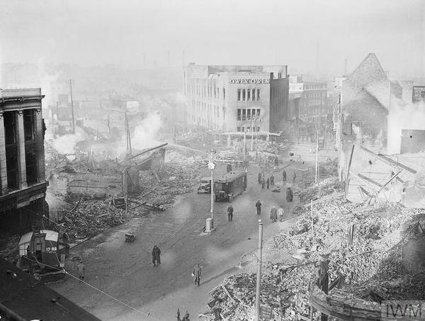 Le centre-ville de Coventry dévasté après les bombardement allemands allemands de la nuit du 14 au 15 novembre 1940.