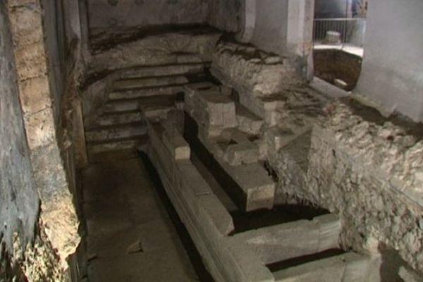 Fontaine gallo-romaine du IIème siècle dans les souterrains de Bourges