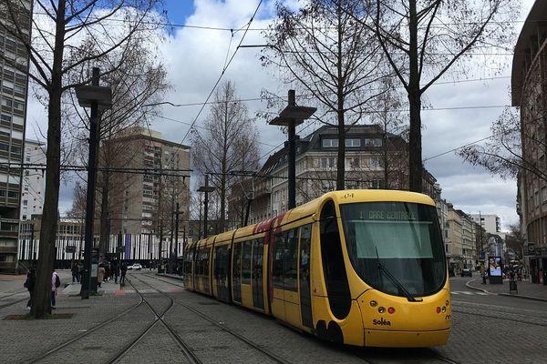 Le ticket de tramway coûte 1.40 euro à Mulhouse (Haut-Rhin).