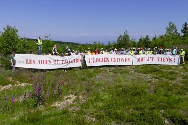 (illustration) Image d'archives montrant les opposants au projet manifester sur le terrain