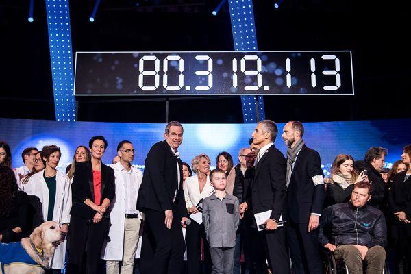 Le 4 décembre 2016, le montant des fonds récoltés pour le Téléthon s'affiche sur l'écran du plateau de l'émission en direct, animée par Nagui et Garou, à l'hippodrome de Longchamp.