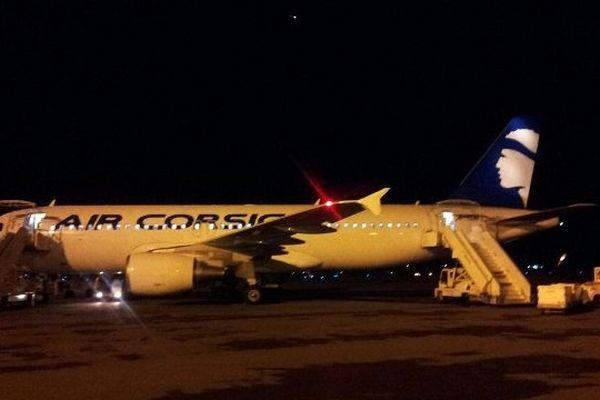 Le vol AF4516, A320 d'Air Corsica sur le tarmac de l'aéroport de Bastia-Poretta après sa décontamination