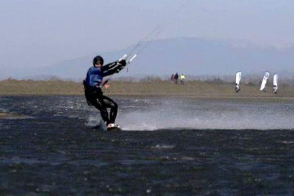 Alexandre Caizergues a battu le record du monde de vitesse en kitesurf.