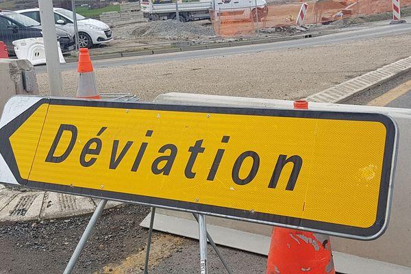 Les travaux de l'autoroute A75, près de Clermont-Ferrand, dans le Puy-de-Dôme, se poursuivent et de nouvelles fermetures nocturnes sont prévues entre le lundi 1er au jeudi 4 mars, de 20 h 30 à 6 h 30. Des déviations seront mises en place.