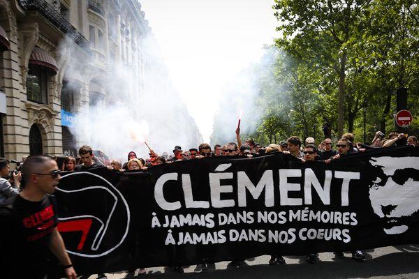 Quelques milliers de personnes ont défilé en hommage au jeune militant d'extrême gauche Clément Méric en juin 2013 à Paris