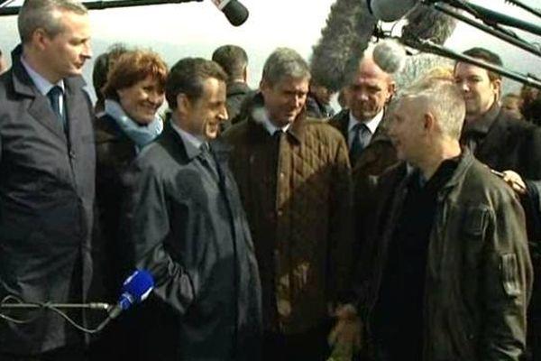 Nicolas Sarkozy au meeting de Saint-Cyr-sur-Loire (Indre-et-Loire) le 23 avril 2012. A sa gauche, Philippe Briand, trésorier de campagne, député-maire de St Cyr-sur-Loire.