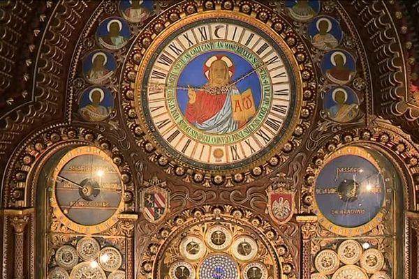 Le nettoyage du mécanisme demande de la délicatesse et de la patience car les pièces ont plus de 150 ans.