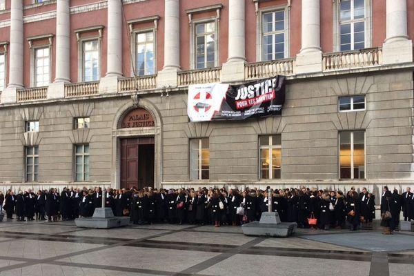 Le 14 décembre 2017, près de 200 avocats savoyards et haut-savoyards avaient manifesté à Chambéry contre la suppression de la Cour d'Appel.
