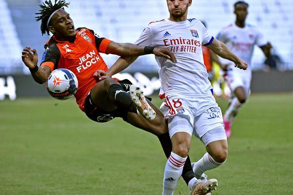Ce samedi 8 mai 2021, les Lyonnais se sont imposés 4-1 contre Lorient au Groupama Stadium. Grâce à cette victoire, ils repassent provisoirement devant Monaco au classement.