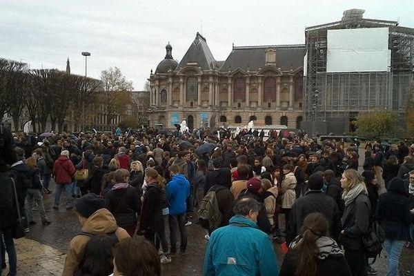Rassemblement organisé le samedi 14 novembre sur la place de la République à Lille en réponse aux attentats de Paris