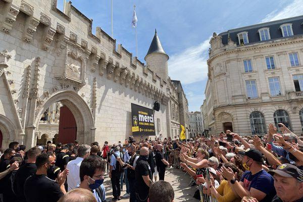 Les joueurs du Stade Rochelais reçus à l'Hotel de ville et remerciés par leurs supporteurs