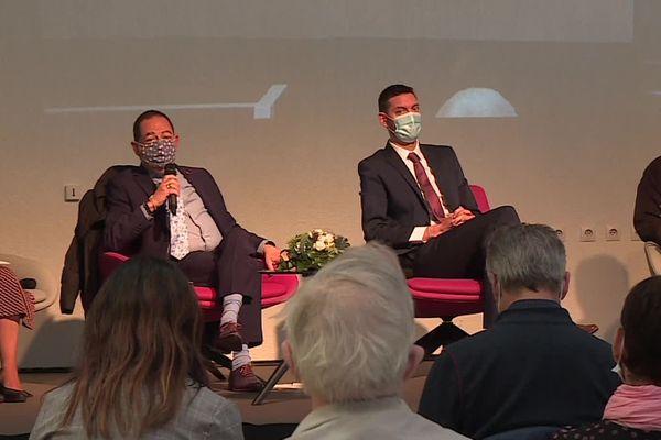 Jean-Luc Romero-Michel (à g.) président de l'Association pour le Droit de Mourir dans la Dignité, lors de la 40ème assemblée générale