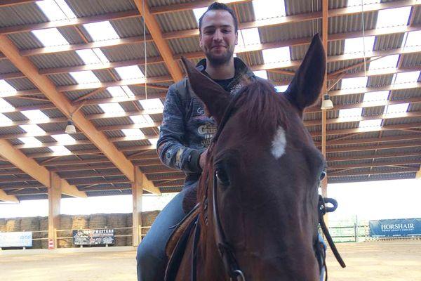 Jeffrey Touroute-Thomas, l'étoile montante du reining, a posé ses valises dans un ranch de Lentilly, près de Lyon