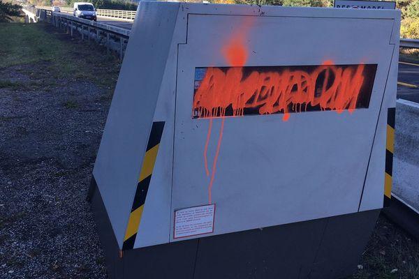 Sur les 28 équipements que compte le parc de radars automatiques fixes du département, cinq ont été incendiés, un a eu les vitres brisées et 12 ont été soit tagués soit bâchés. (Photo d'archives)