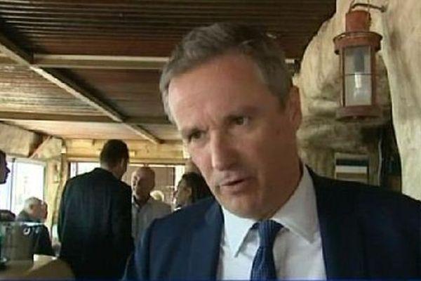 """Nicolas Dupont-Aignan veut faire de la lutte contre la corruption son cheval de """"campagne"""" pour les élections régionales."""