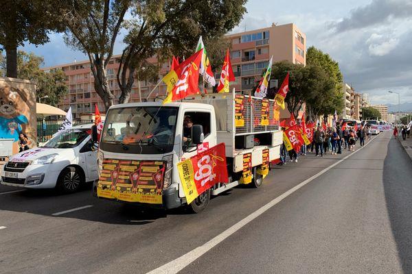 Ce mardi 5 octobre, la majorité des organisations syndicales et étudiantes ont appelé à la grève et à la manifestation.