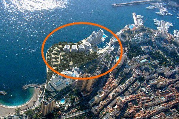 L'extension est située entre les plages du Larvotto et le port.