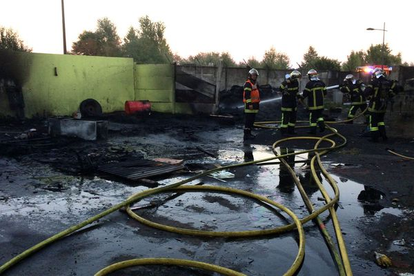 Les pompiers sont intervenus rapidement pour maîtriser l'incendie.